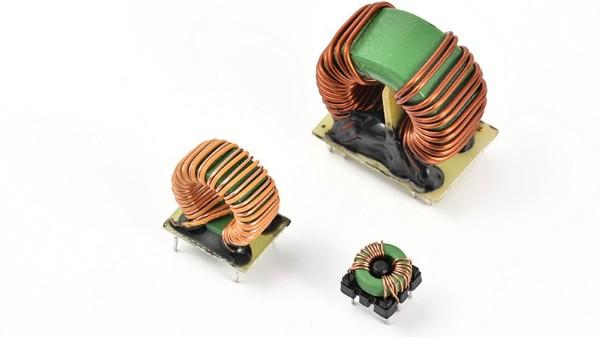 电器上,磁心线圈电感的作用